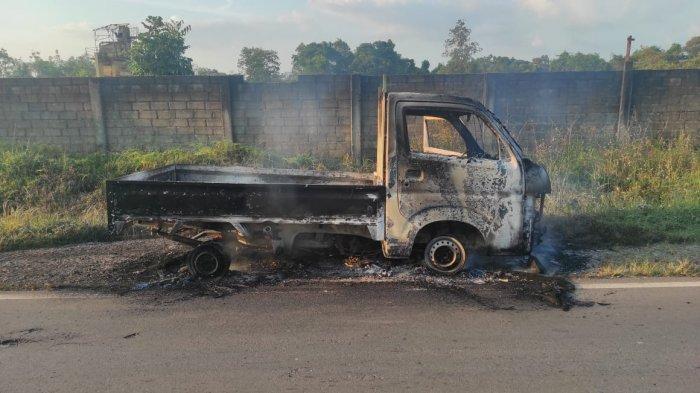 Mobil Pick Up Terbakar  di Bangka Barat, Diduga Akibat Konsleting Listrik, Korban Rugi Rp150 juta