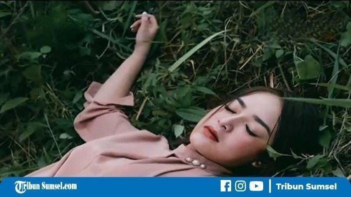 Warganet Komentari Sejumlah Kejanggalan, Adegan Berbahaya 'Andin' Jatuh, Ada Sosok Pengganti Amanda