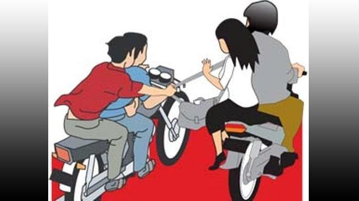 Aksi Begal Mengacungkan Senpi, Pelaku Bawa Kabur Motor Korban