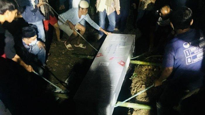 Jenazah Pekerja Migran Tiba di Lampung, Disambut Isak Tangis,  Dini Hari  Langsung Dimakamkan
