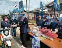DPW Garnita Malahayati NasDem Babel  Bagi Takjil Dan Masker