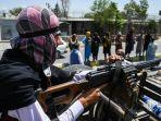 20210818-taliban-rebut-senjata-amerika.jpg