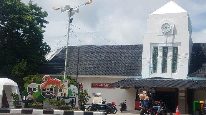 Suara Jam Gede dan Lampu Jain Letter Menyemarakkan Kawasan Tugu Satam Belitung