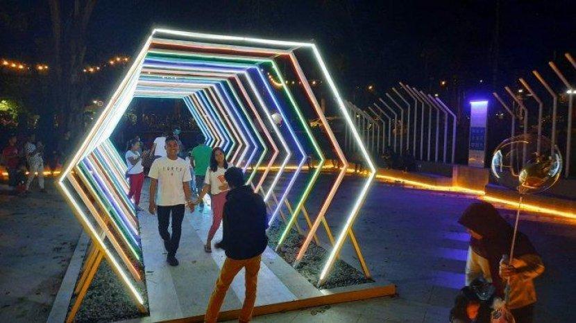 Cantiknya Cahaya Lampu Taman Sari dan ATM Pangkalpinang Saat Malam Hari, Cocok untuk Selfie