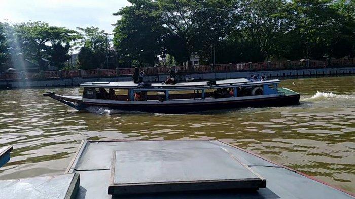 Meski Berimbas Pada Pendapatan, Motoris Kelotok Susur Sungai Hanya Bawa 12 Penumpang Selama Pandemi