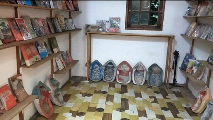 Uniknya Kafe Oettara Koffie Jalan Sultan Adam Banjarmasin, Menyerumput Kopi Sambil Menjelajah Buku
