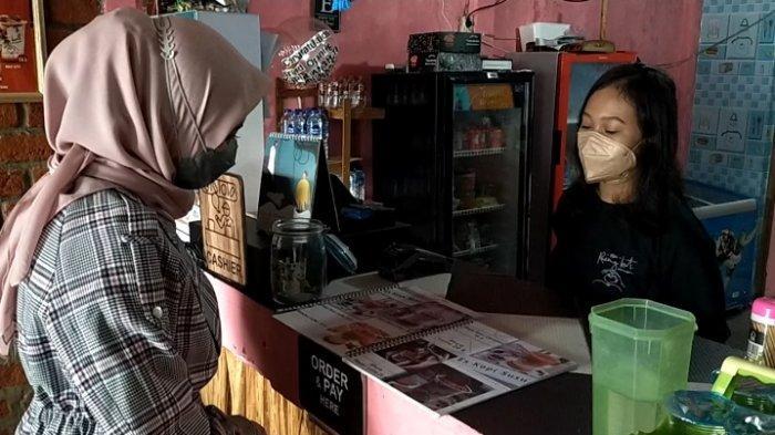 Kafe Jadul Kopi Ruang Hati di Banjarmasin, Karyawan Direkrut dari Putus Sekolah Hingga Korban PHK