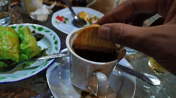 Warung Kopi Karoma Banjarbaru, Menawarkan Menu Khas Spesial Kopi Turki Dengan Olahan Pasir Turki - Menu-Kopi-Turki-Gula-Aren-Warung-Kopi-Karoma-Banjarbaru.jpg