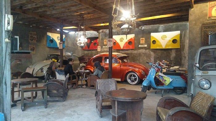 Koleksi Motor dan Mobil Antik Kopi Mbaroh Landasan Ulin Banjarbaru Spot Foto Favorit Pengunjung