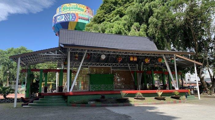 Suasana Taman Van der Pijl Lengang Ditutup Sementara Penerapan PPKM Kota Banjarbaru