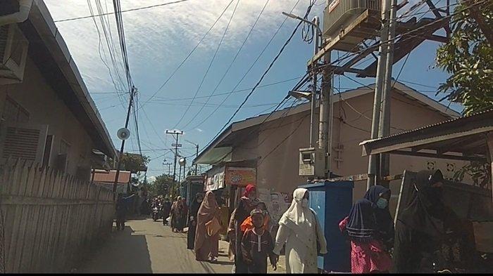 Para peziarah dari berbagai daerah mengalir berdatangan ke Makam Guru Zuhdi di Banjarmasin.