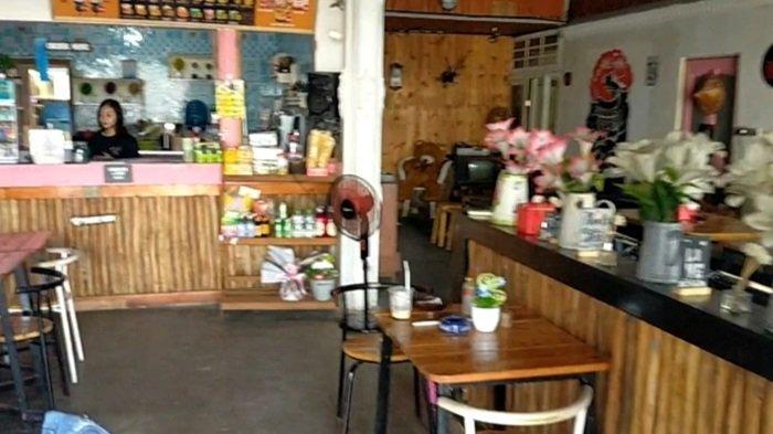 Suasana di ruangan Kafe Kopi Ruang Hati di Banjarmasin.