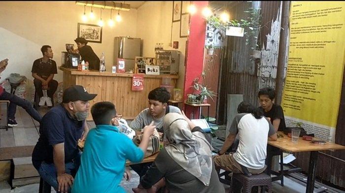 Uniknya Kafe Oettara Koffie di Jalan Sultan Adam Banjarmasin, Nama Beda dari Pendiri Seniman Banua
