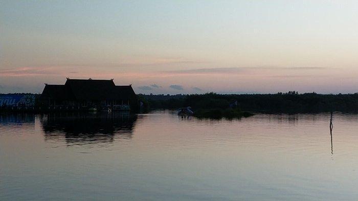 Wisata Kalsel Susur Sungai Kereng Bengkirai Palangkaraya, Air Hitam Bikin Penasaran Pengunjung