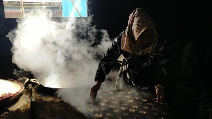 Kuliner Kalsel, Beli untuk Oleh Oleh, Bisa Datang Langsung ke Pembuatan Apam Barabai
