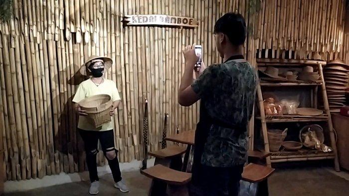 Berkonsep Etnik, Kedai Bamboe Banjarmasin Sediakan Tempat Swafoto