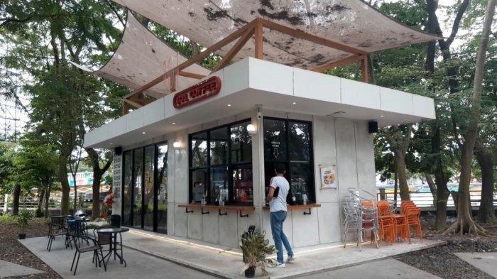 Unik, Kafe Ini Tawarkan Menikmati Kopi di Bawah Rindangnya Dedaunan