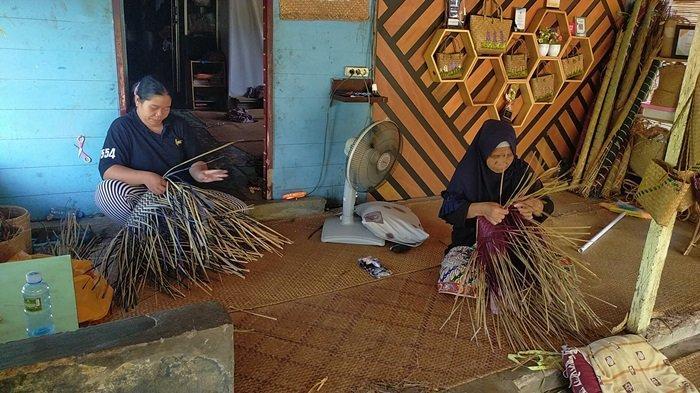 Wisata Kalsel Kampung Purun di Palam Banjarbaru, Bersantai di Gazebo dan Kafe Nikmati Panorama Alam - kampung-purun-di-palam-kecamatan-cempaka-destinasi-wisata-kalsel-di-kota-banjarbaru-02.jpg