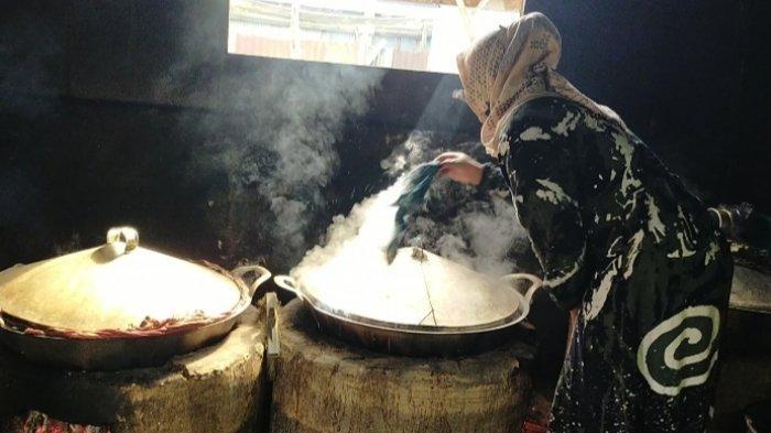 Kuliner Kalsel, Apam Barabai Dibuat Secara Turun Temurun, Hj Ida Lupina