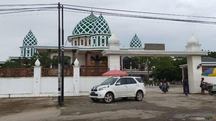 Lokasinya di Pinggir Jalan Trans Kalimantan, inilah Masjid Jamhuri Aisyah Batola