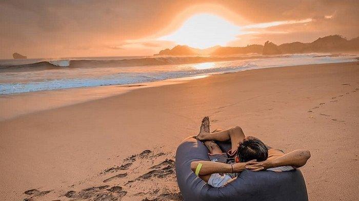 9 Pantai di Malang yang Tidak Boleh Dilewatkan, Indah dan Cantik
