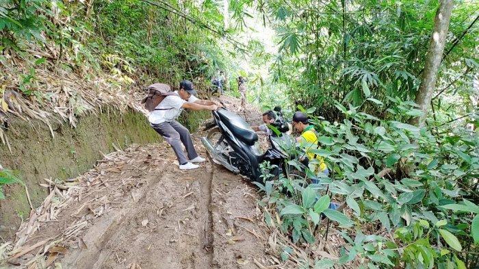 Jalur Ekstrem ke Dusun Nanai, Memicu Adrenalin Menawarkan Keindahan dan Ketenangan