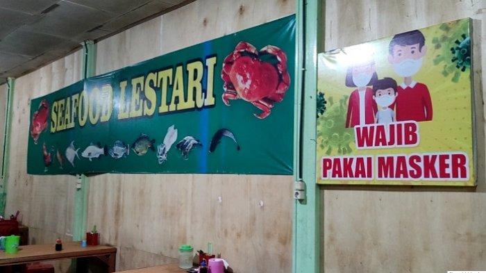 Seafood Lestari Ganyangkan Kebiasaan Baru 3M, Pasang Poster Anjuran Memakai Masker