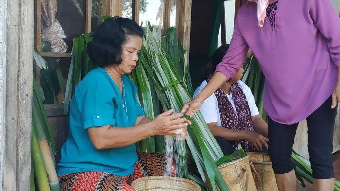 Menggunakan Daun ini, Lamang Olahan Warga Dayak Desa Labuhan HST Berbeda dari yang Lain