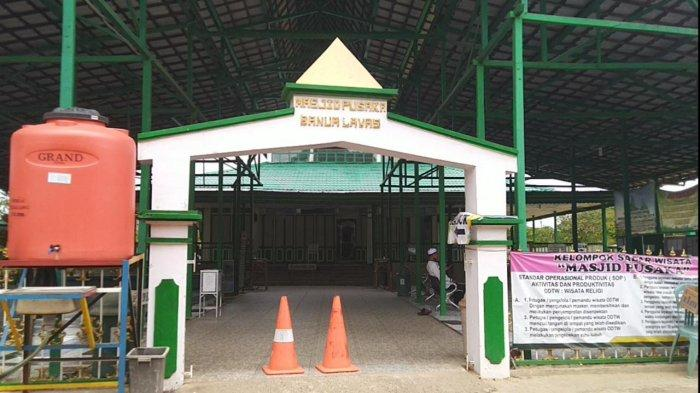 Ada Makam Penghulu Rasyid di Samping Bangunan Masjid Pusaka Banua Lawas Tabalong
