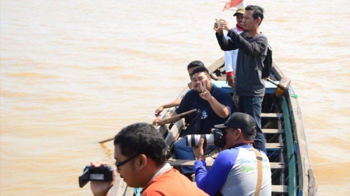 Menyusuri Sungai Barito di Marabahan Menggunakan Perahu Kelotok Tarifnya Hanya Rp 200 Ribu Lho!