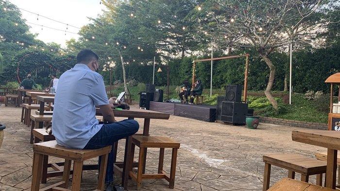 Ngabuburit Buka Puasa Bersama Sekaligus Beribadah di Kampung Senja Amanah Borneo Park Banjarbaru - suasana-wisata-kalsel-kampung-senja-amanah-borneo-park-banjarbaru-ditemani-live-musik.jpg
