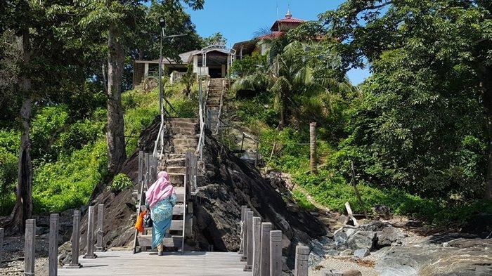 Wisata Kalsel Pulau Datu di Kabupaten Tanahlaut, Tempat Makam Ulama Besar Pengusir Penjajah - wisata-kalsel-dermaga-menuju-puncak-pulau-datu-desa-tanjungdewa-panyipatan-kabupaten-tanahlaut.jpg
