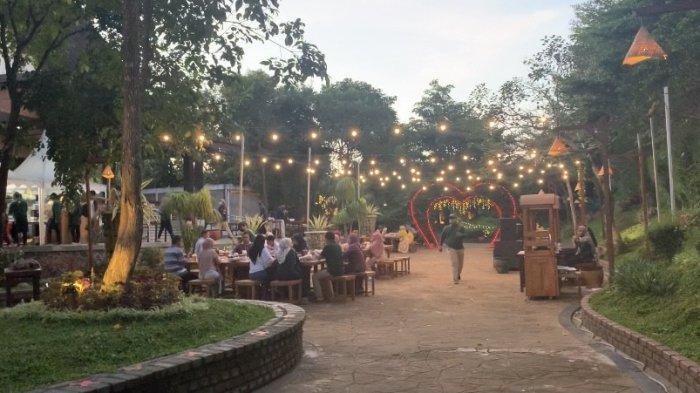Ngabuburit Buka Puasa Bersama Sekaligus Beribadah di Kampung Senja Amanah Borneo Park Banjarbaru - wisata-kalsel-kampung-senja-amanah-borneo-park-banjarbaru.jpg