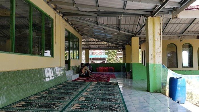 Wisata Kalsel Pulau Datu di Kabupaten Tanahlaut, Tempat Makam Ulama Besar Pengusir Penjajah - wisata-kalsel-kubah-makam-datu-pamulutan-di-pulau-datu-desa-tanjungdewa-panyipatan-tanahlaut.jpg