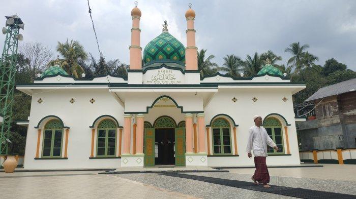Wisata Kalsel, Makam Datu Kandang Haji di Kabupaten Balangan Setiap Hari Dikunjungi Peziarah - wisata-kalsel-masjid-jannatul-mawa-satu-dari-3-masjid-peninggalan-datu-kandang-haji-di-balangan.jpg