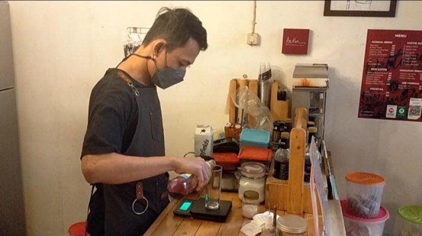 Uniknya Kafe Oettara Koffie di Jalan Sultan Adam Banjarmasin, Sajikan Kopi Susu Mawar