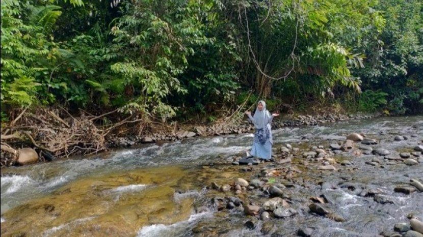 Sungai Atiran Berpantai Kabupaten HST, Asyiknya Bermain Pasir Berlibur Bersama Keluarga