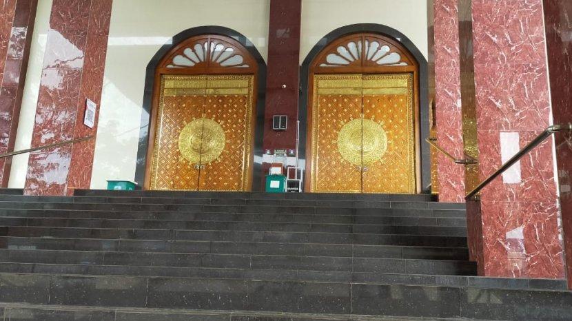 Seperti Salat di Madinah, Pintu Masjid Jamhuri Aisyah di Batola Didesain Seperti di Tanah Suci