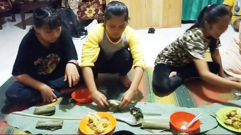 Sejarah Nasi Humbal, Sering Dimasak oleh Para Pemburu yang Bermalam di Hutan