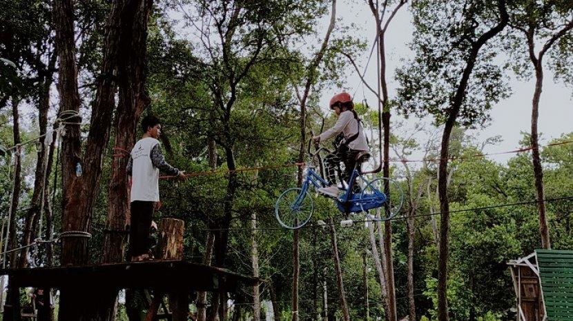 Punya Banyak Wahana, Outbond di Hutan Kantor Dishut Kalteng Jadi Tempat Uji Nyali Anak