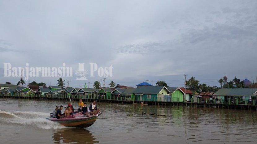 Mengunjungi Kampung Hijau dan Biru Lewat Wisata Susur Sungai Martapura di Banjarmasin