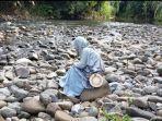 Sungai-Kupang-Desa-Atiran-Kabupaten-HST-dengan-hamparan-batu-kali.jpg