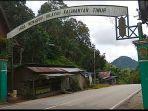 gerbang-perbatasan-kalsel-dan-kaltim-di-kawasan-gunung-halat-desa-lano-kecamatan-jaro-tabalong.jpg