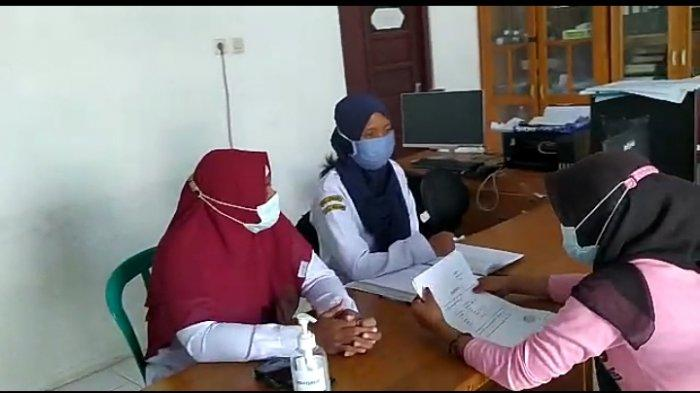 Aktivitas kantor Desa Alur Kecamatan Jorong Kabupaten Tanahlaut Kalsel