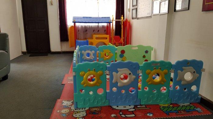 Fasilitas  bermain anak melengkapi ruang pelayanan DPMPTSP Tanahlaut.