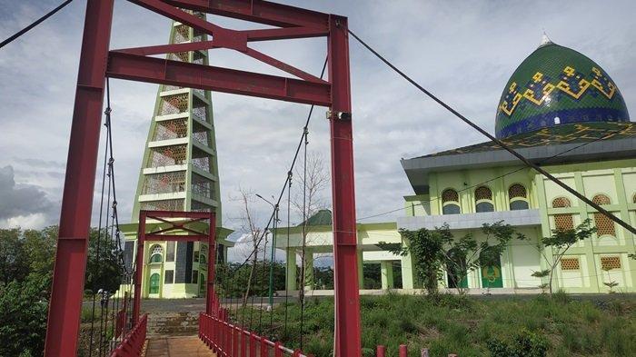 KalselPedia - Jembatan Merah Masjid Agung Al Munawwarah Banjarbaru, Desain Minimalis Artistik