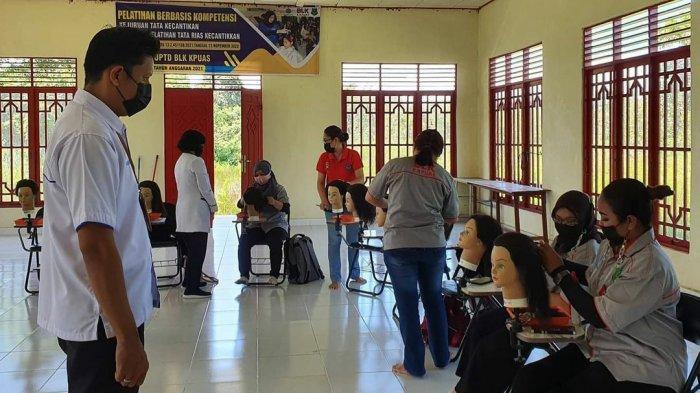 KaltengPedia - Profil UPTD Balai Latihan Kerja Kabupaten Kapuas - Kegiatan-pelatihan-keterampilan-di-UPTD-Balai-Latihan-Kerja-BLK-Kabupaten-Kapuas-Kalteng-04.jpg