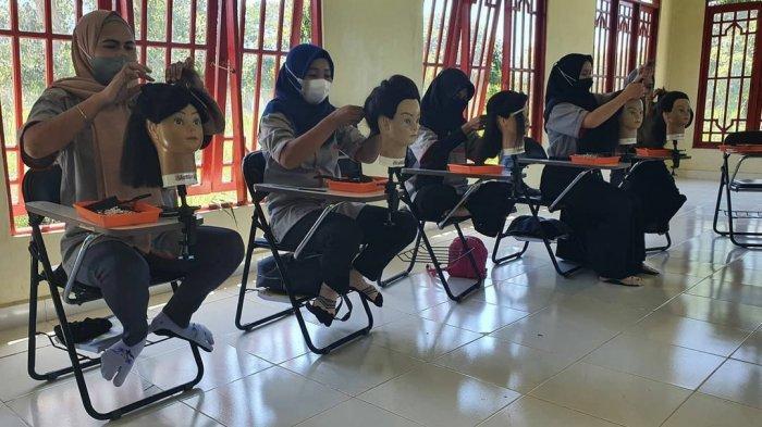 KaltengPedia - Profil UPTD Balai Latihan Kerja Kabupaten Kapuas - Kegiatan-pelatihan-keterampilan-di-UPTD-Balai-Latihan-Kerja-BLK-Kabupaten-Kapuas-Kalteng-05.jpg