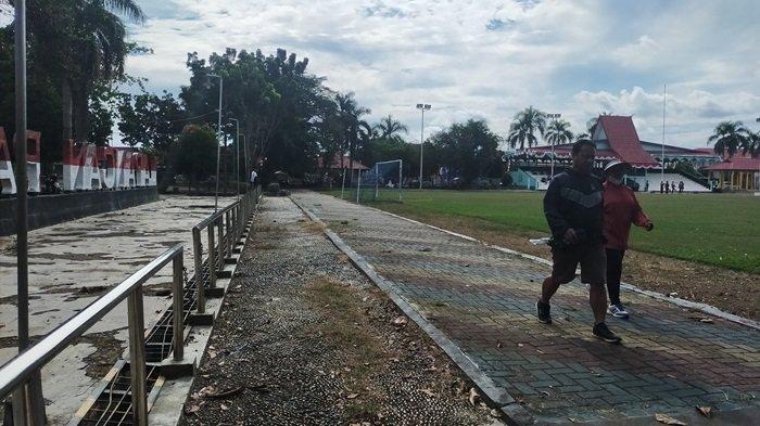 Lapangan Pahlawan Amuntai Kabupaten HSU, Terdapat Jalan Berbatu untuk Terapi Kesehatan