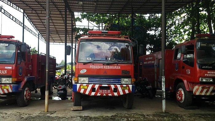 KalselPedia - Armada Damkar Kabupaten Banjar, Tiga Unit Mobil Plus Satu Tangki Water Supply